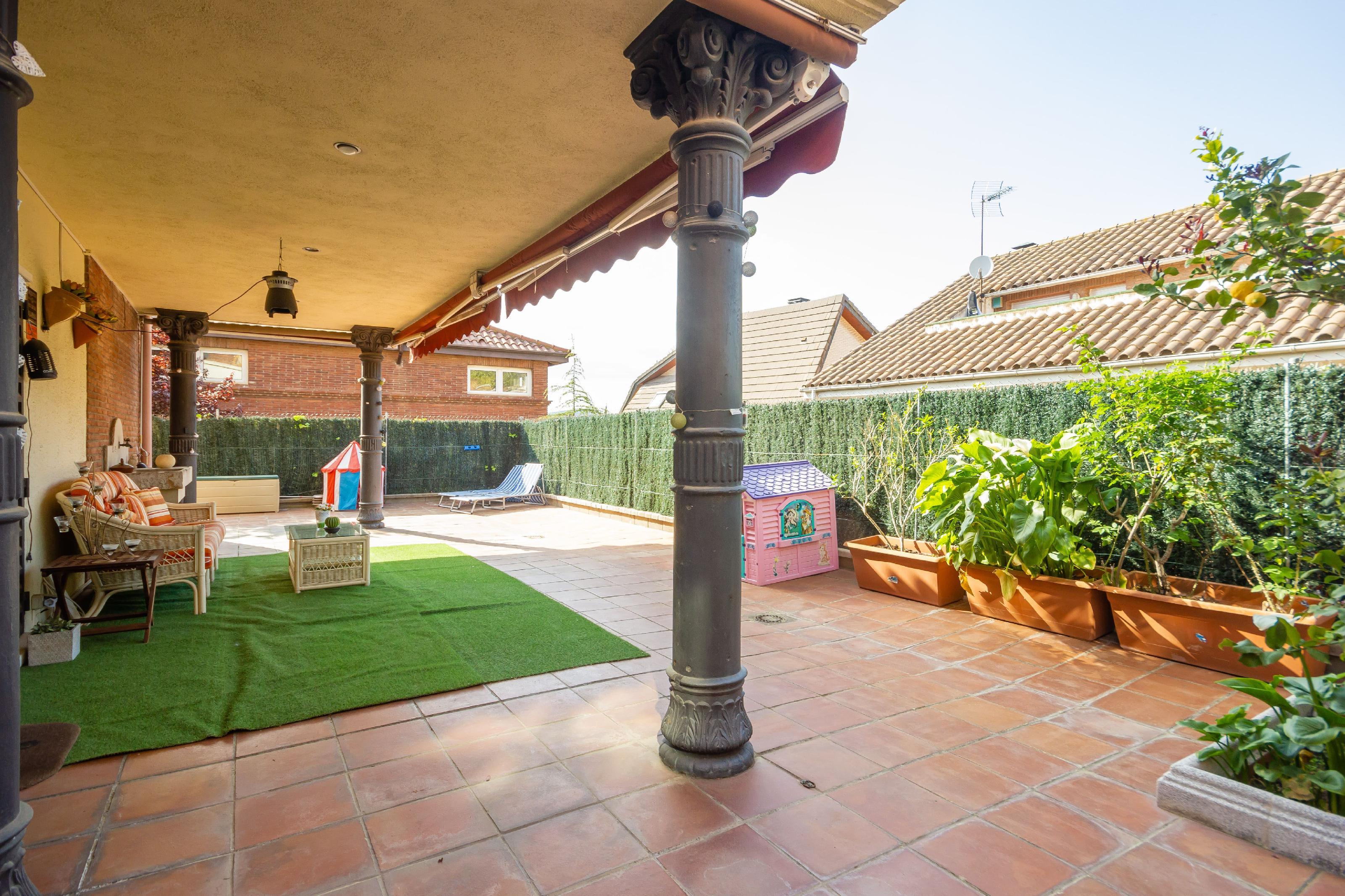Imagen 2 Casa en venta en Molins De Rei / Próximo al colegio Alzina Molins