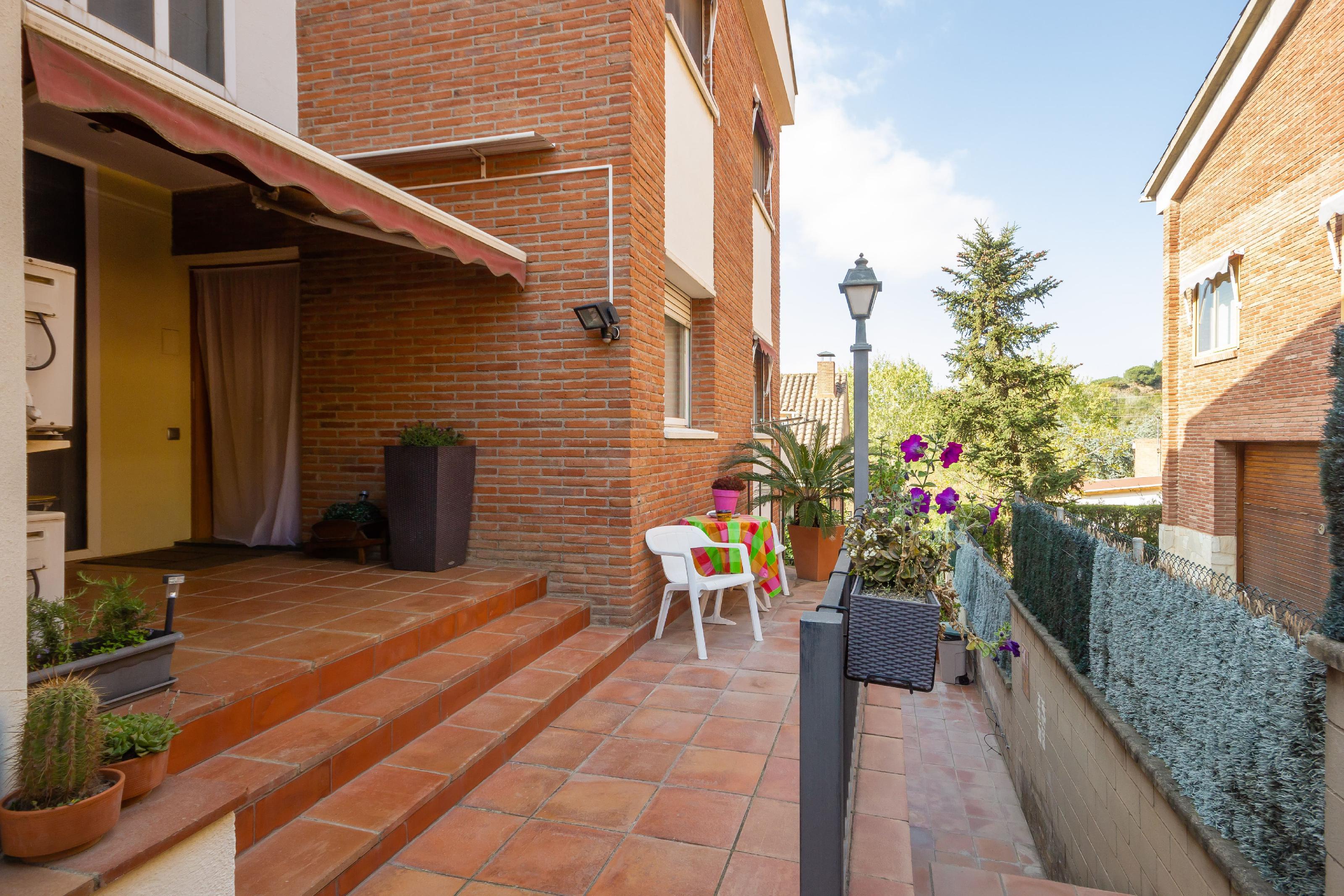 Imagen 1 Casa en venta en Molins De Rei / Próximo al colegio Alzina Molins