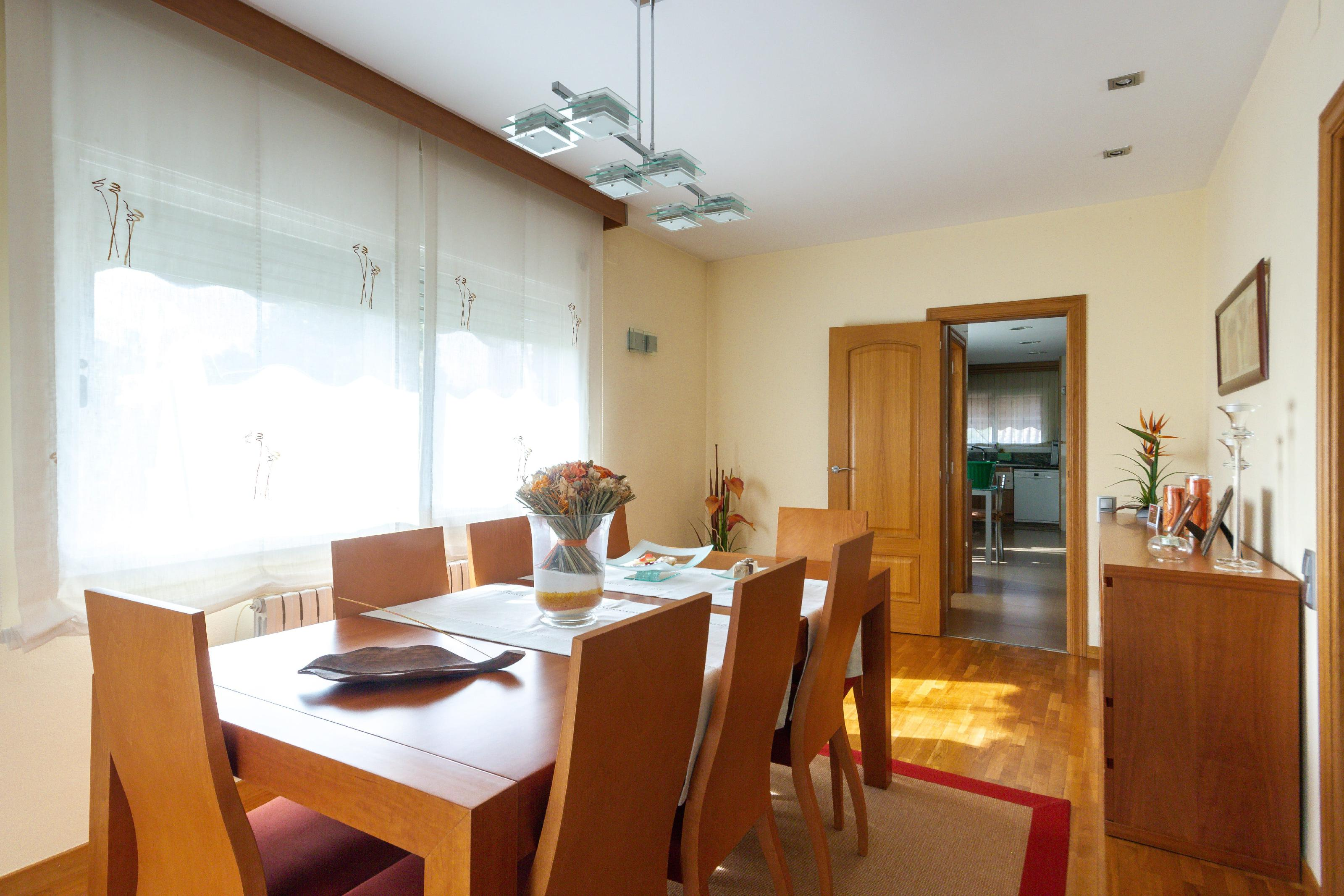 Imagen 4 Casa en venta en Molins De Rei / Próximo al colegio Alzina Molins