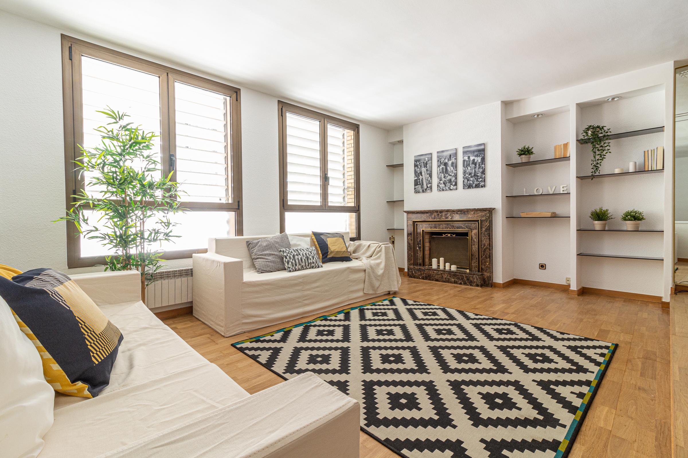 Imagen 1 Casa Adosada en venta en Molins De Rei / En pleno centro de Molins de Rei. Zona peatonal