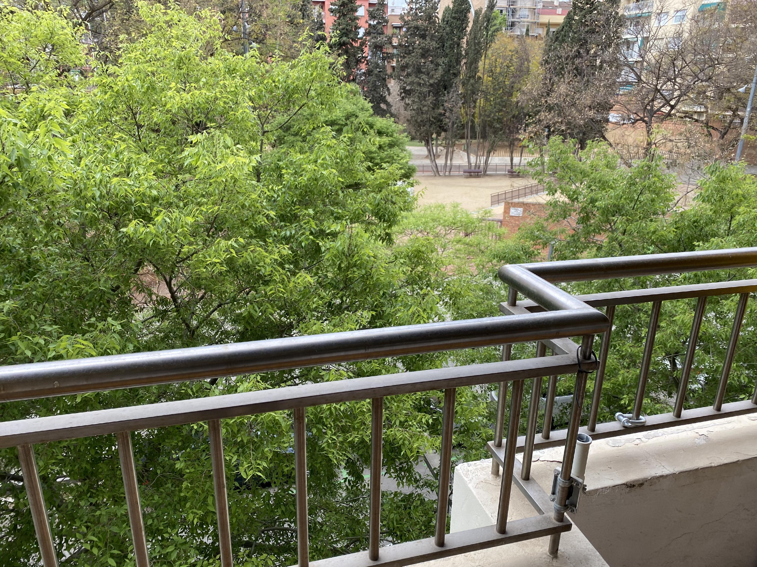 Imagen 2 Piso en alquiler en Barcelona / Junto a Camp Nou