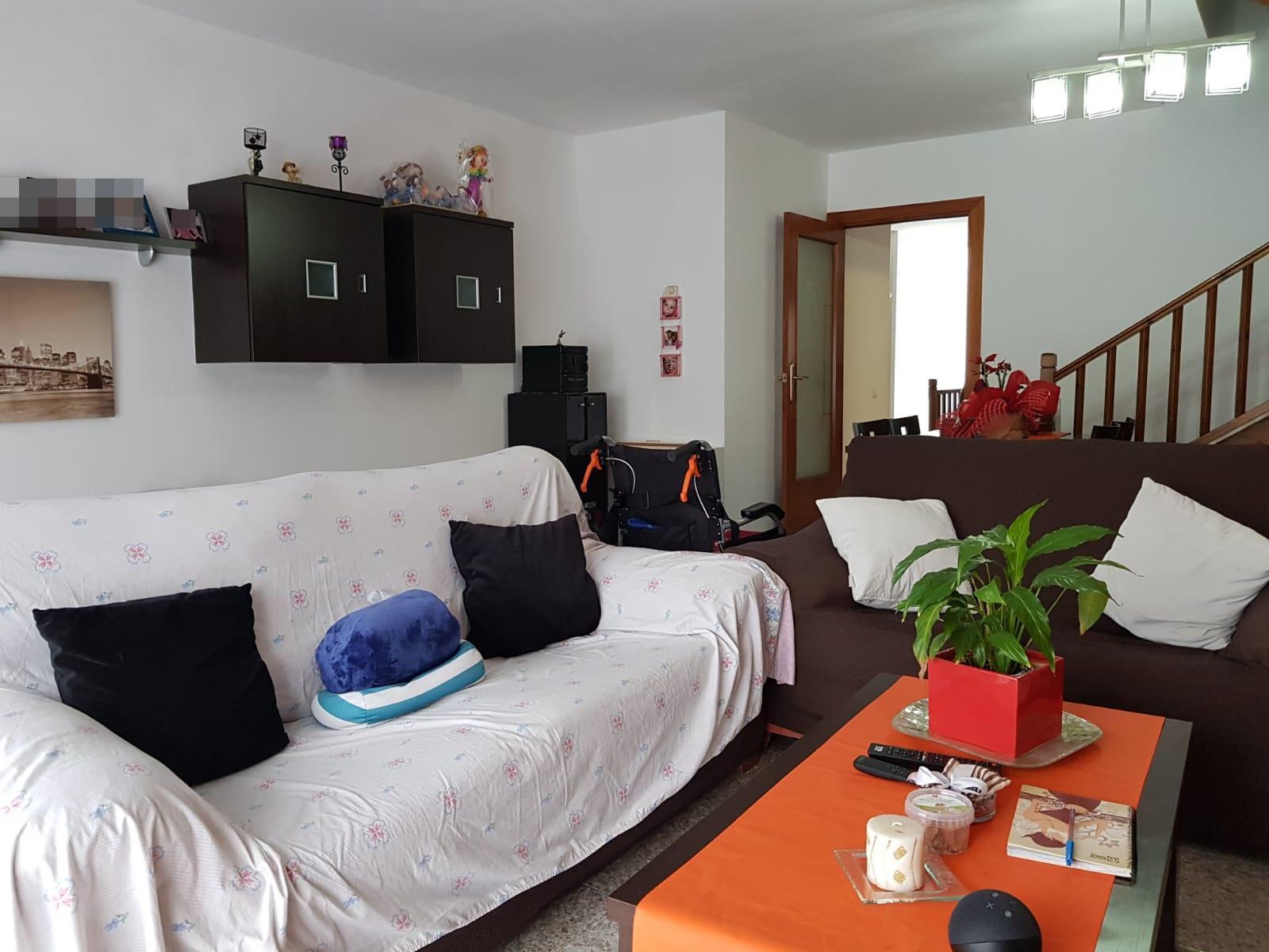 Imagen 2 Casa en venta en Canovelles / Zona Belulla-Canovelles-adosada-jardín-160m²