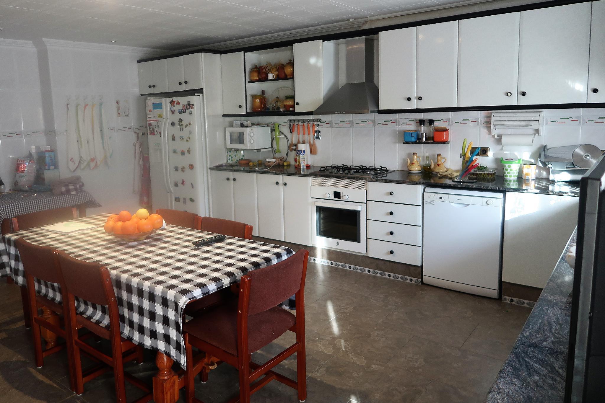 219058 - Urbanizacio Can Juli- Bien situada- 313 m² -Piscina