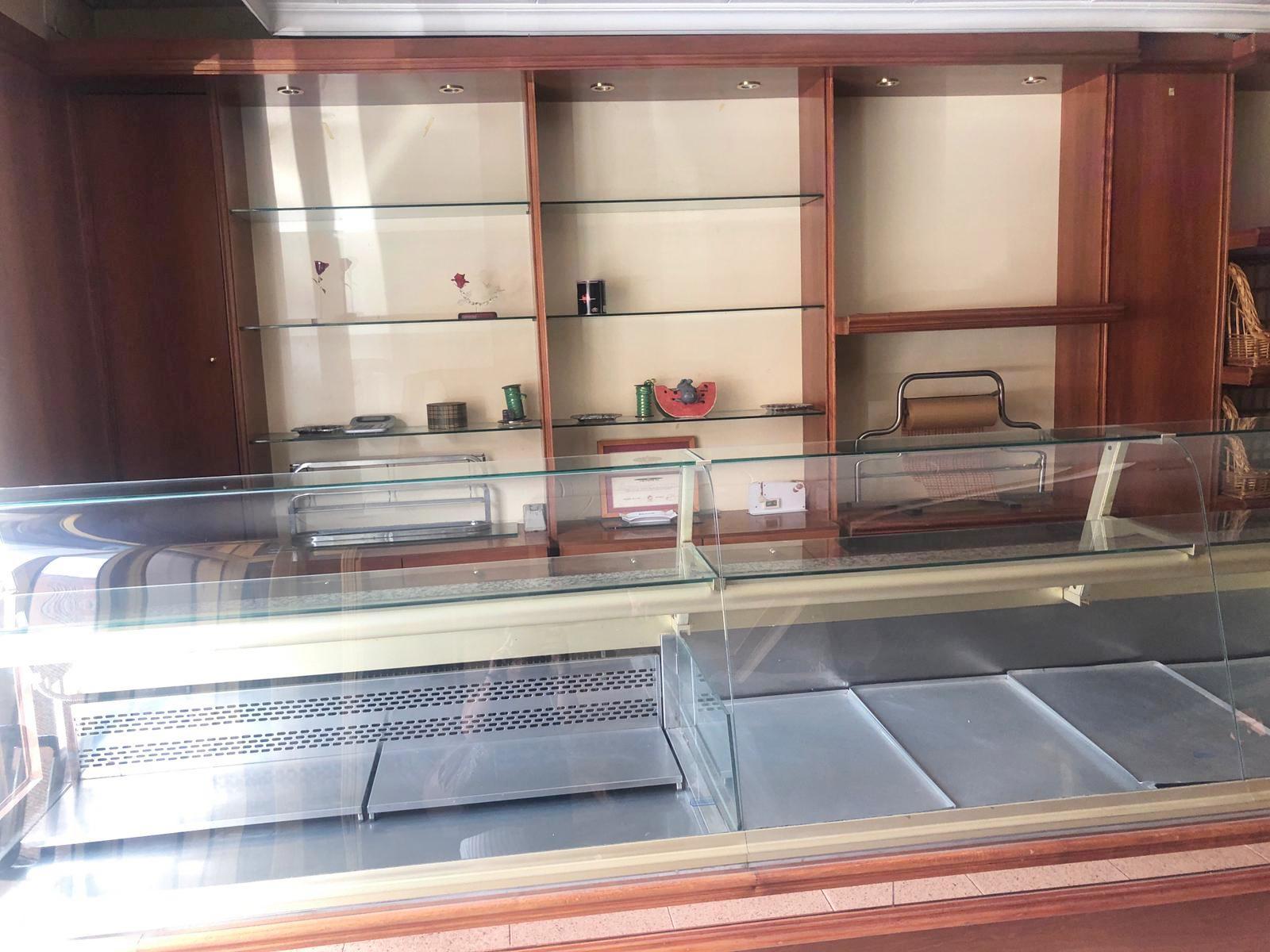 Imagen 3 Local Comercial en venta en Canovelles / Cafeteria- Centro-Canovelles -Guardia Urbana
