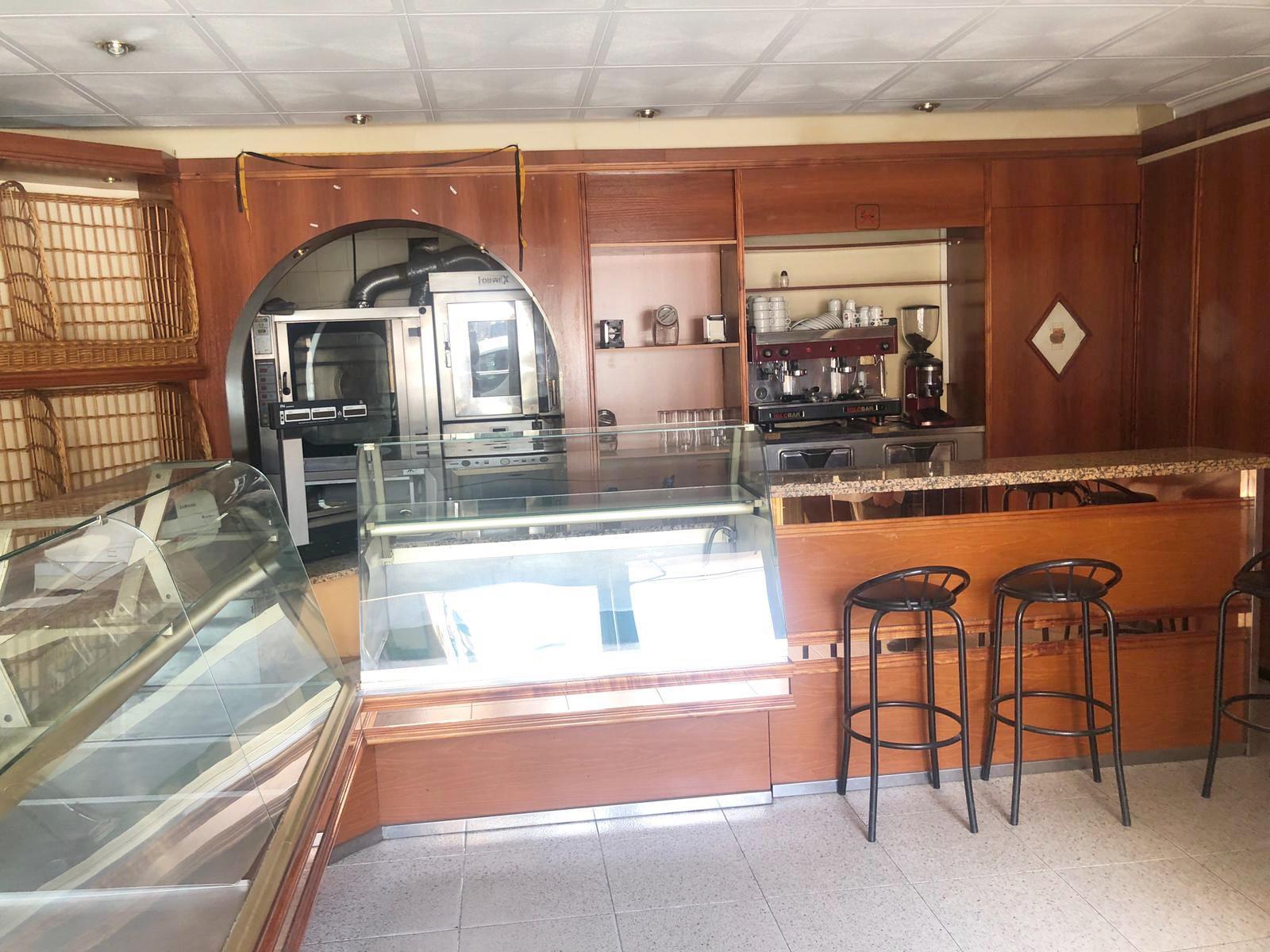 Imagen 1 Local Comercial en venta en Canovelles / Cafeteria- Centro-Canovelles -Guardia Urbana