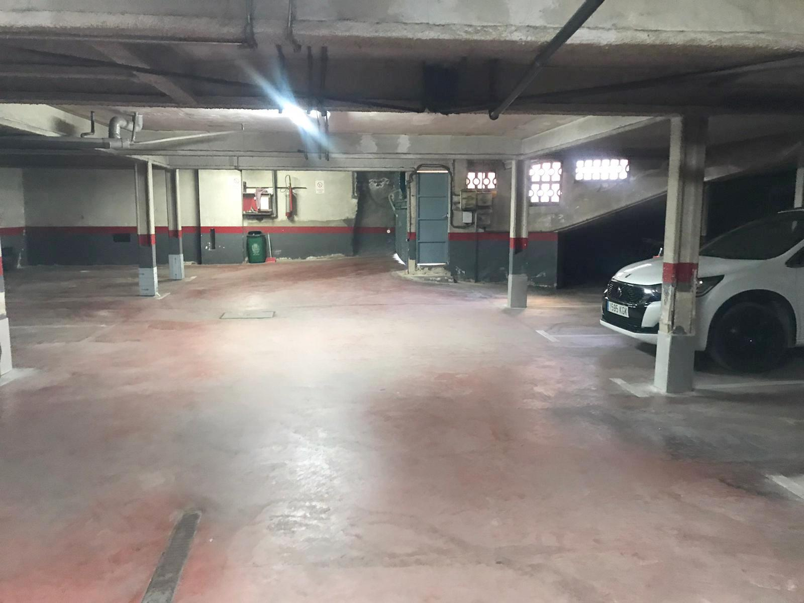 Imagen 1 Parking Coche en venta en Mollet Del Vallès / Oportunidad - Lourdes-Mollet-Estacion renfe