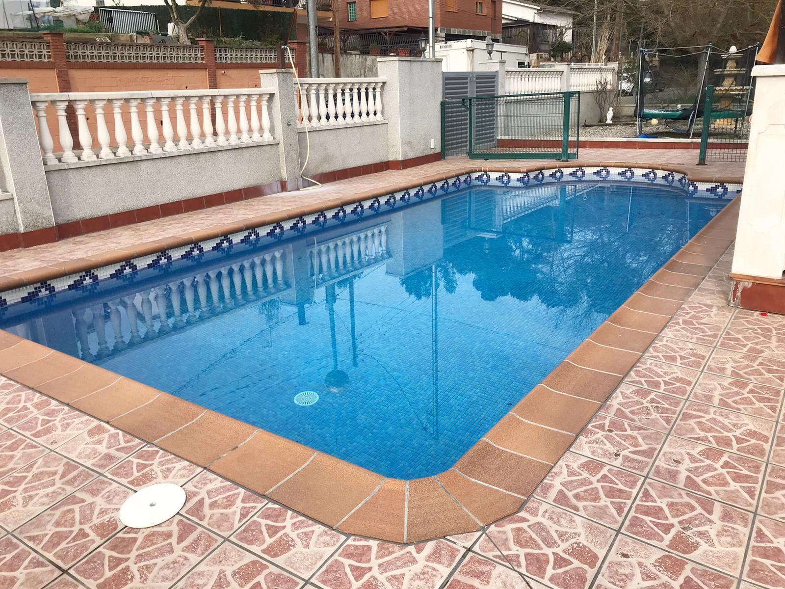 Imagen 1 Casa Aislada en venta en Lliçà D´amunt / Ca l,artigues-Lliça De munt-Seminueva 353 m2