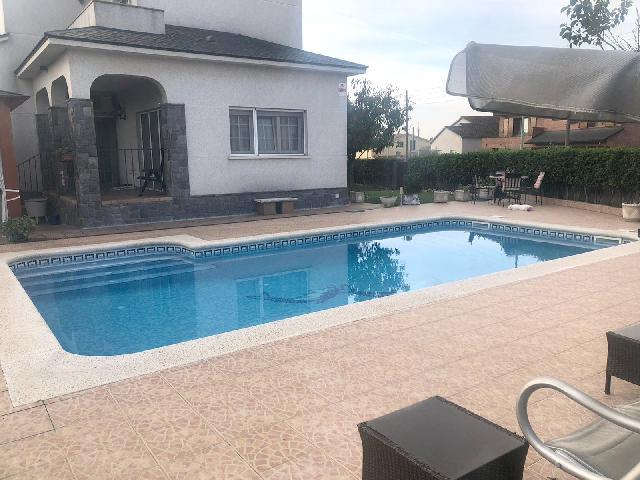 Imagen 1 Inmueble 242648 - Casa Aislada en venta en Palau-solità I Plegamans / Can Falguera- Lliça de Munt- Dos calle...