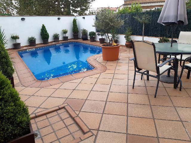 Imagen 1 Inmueble 244044 - Casa Adosada en venta en Caldes De Montbui / Caldes -Centro- Supermercados- Piscina