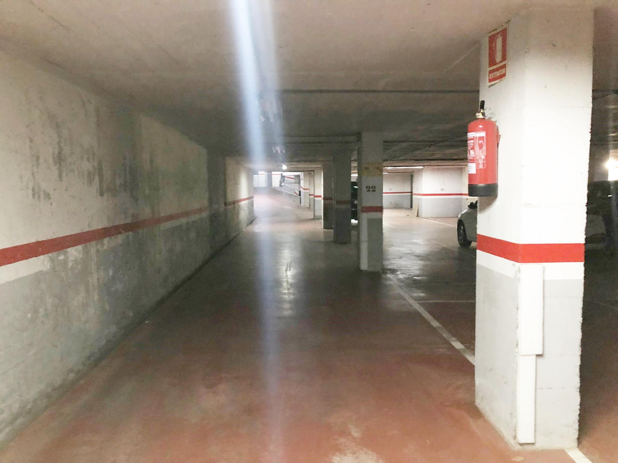 Imagen 3 Parking Coche en venta en Granollers / Calle Equador- Zona Font Verda.- Granollers