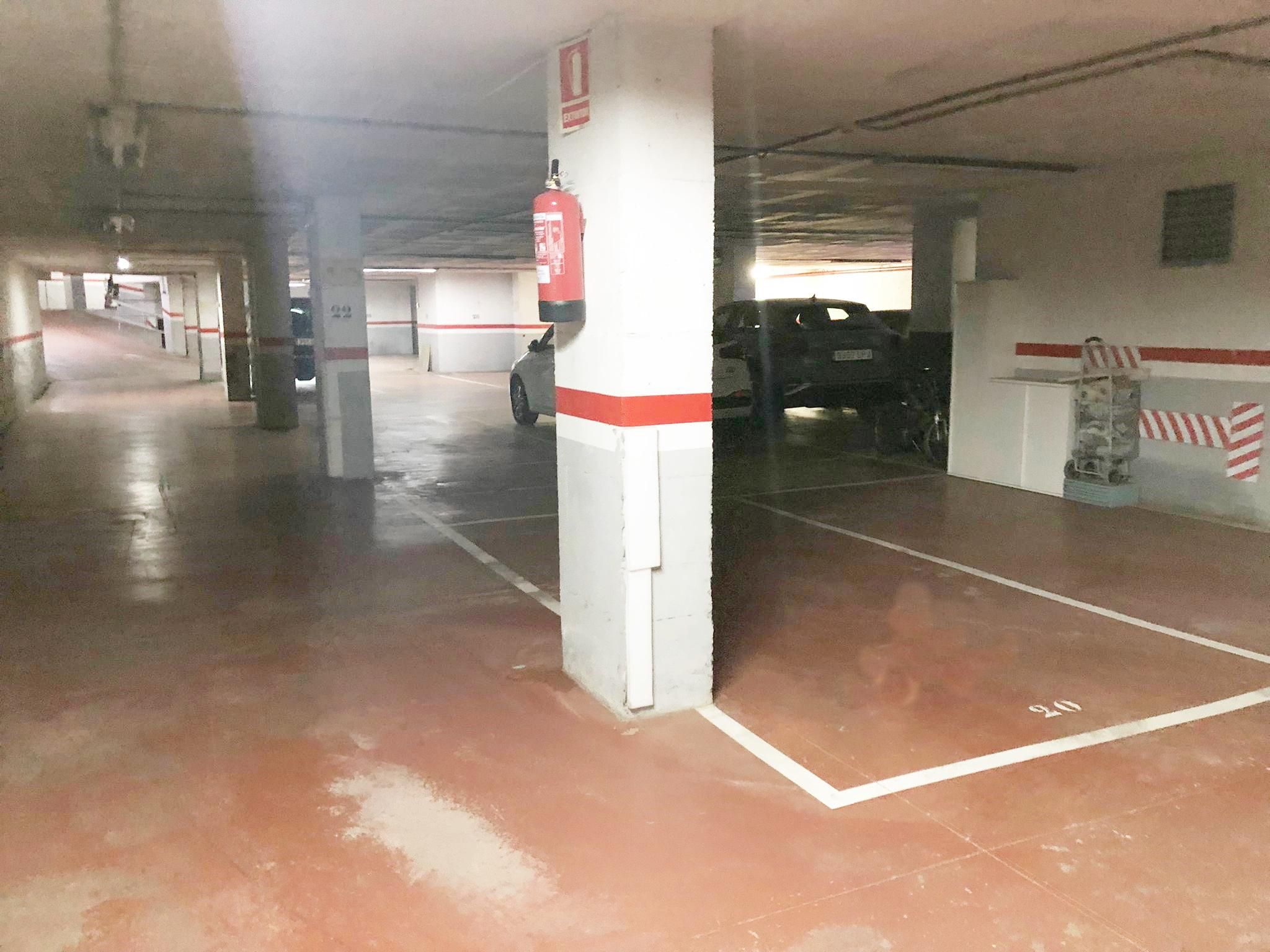 Imagen 4 Parking Coche en venta en Granollers / Calle Equador- Zona Font Verda.- Granollers