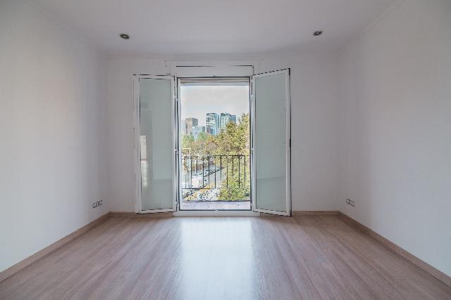 Imagen 1 Inmueble 242810 - Piso en venta en Barcelona / Llacuna junto con Pere IV