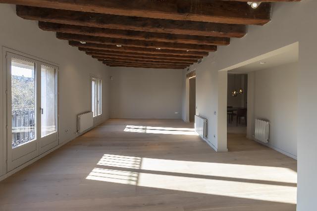 Imagen 1 Inmueble 234021 - Piso en venta en Barcelona / Frente mercado de la Boqueria