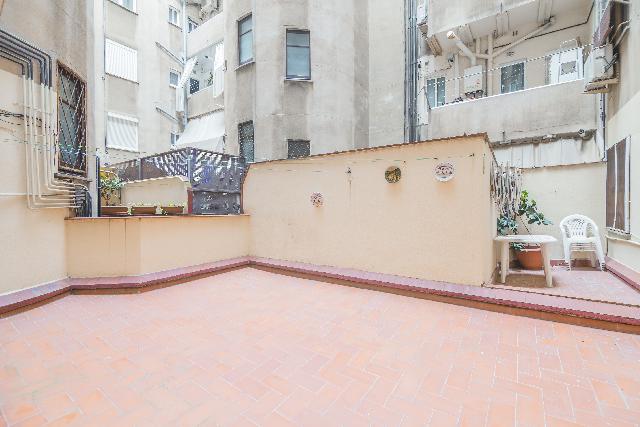 Imagen 1 Inmueble 240467 - Piso en venta en Barcelona / Entre C/ Viladomat y C/ Calabria