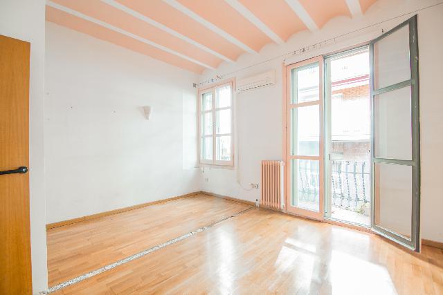 Imagen 1 Inmueble 242670 - Piso en venta en Barcelona / Esquina con calle Hurtado