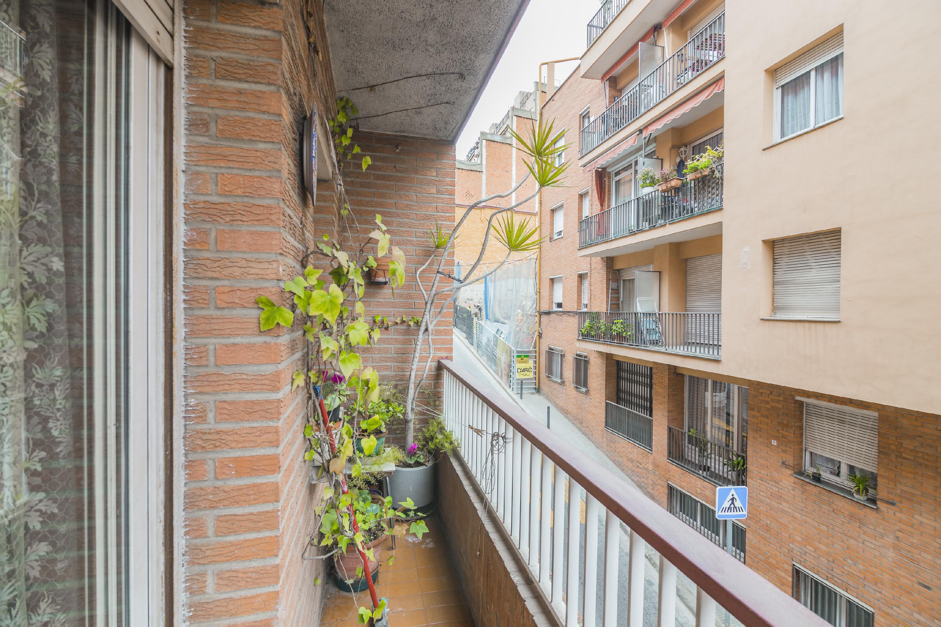 Imagen 3 Piso en venta en Barcelona / Junto Av. del Coll del Portell