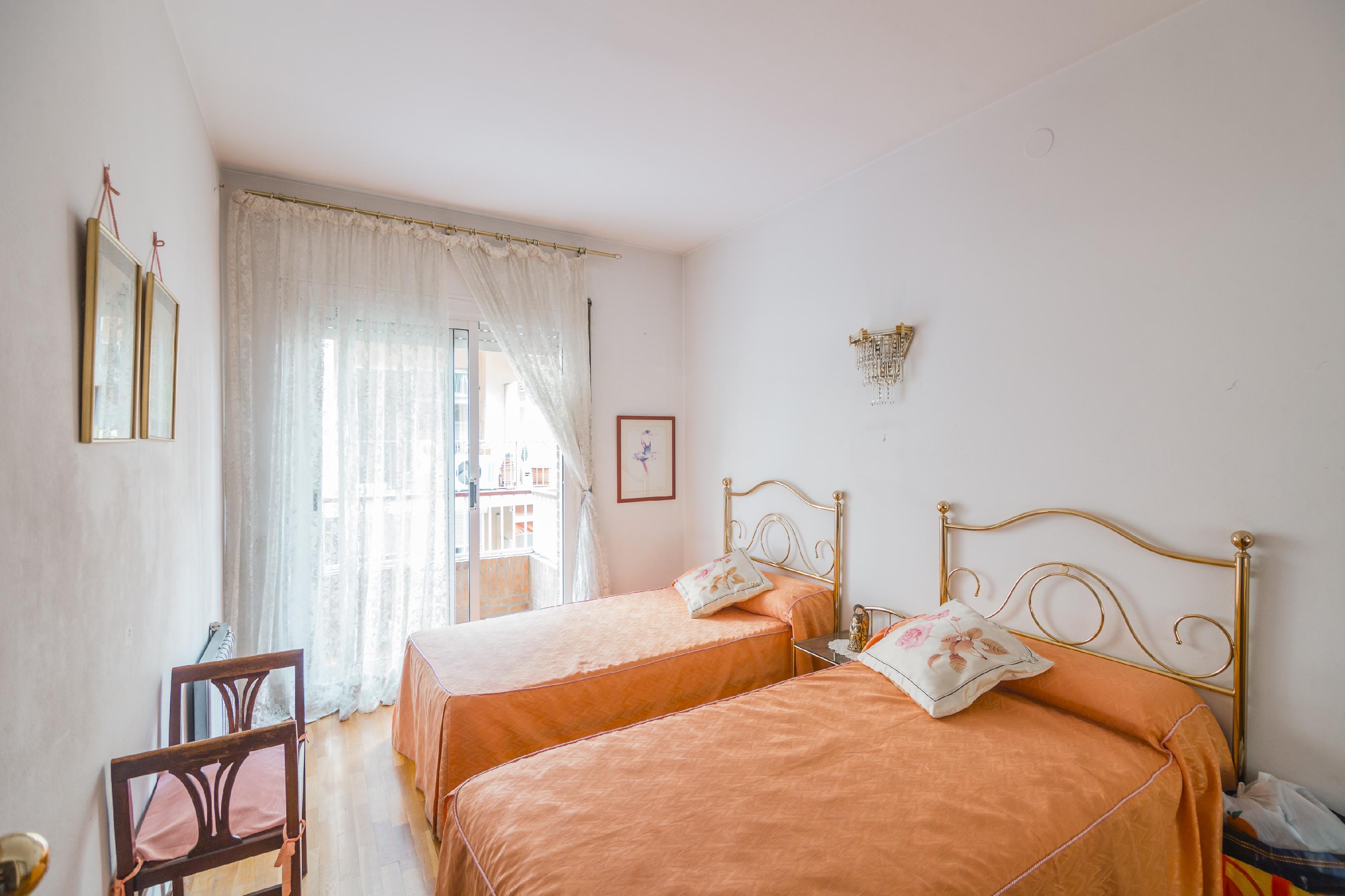 Imagen 4 Piso en venta en Barcelona / Junto Av. del Coll del Portell