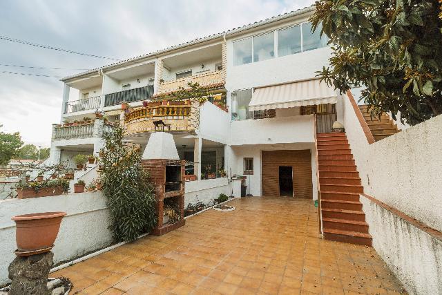 Imagen 1 Inmueble 220801 - Casa Adosada en venta en Piera / Junto el Polideportivo