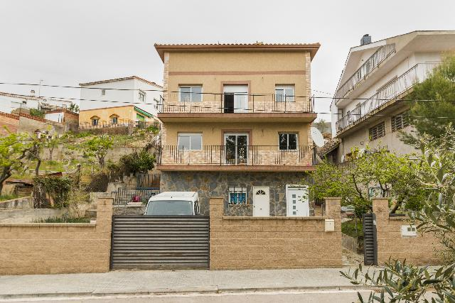 Imagen 1 Inmueble 244389 - Casa Aislada en venta en Piera / Urbanización Can Bonastre
