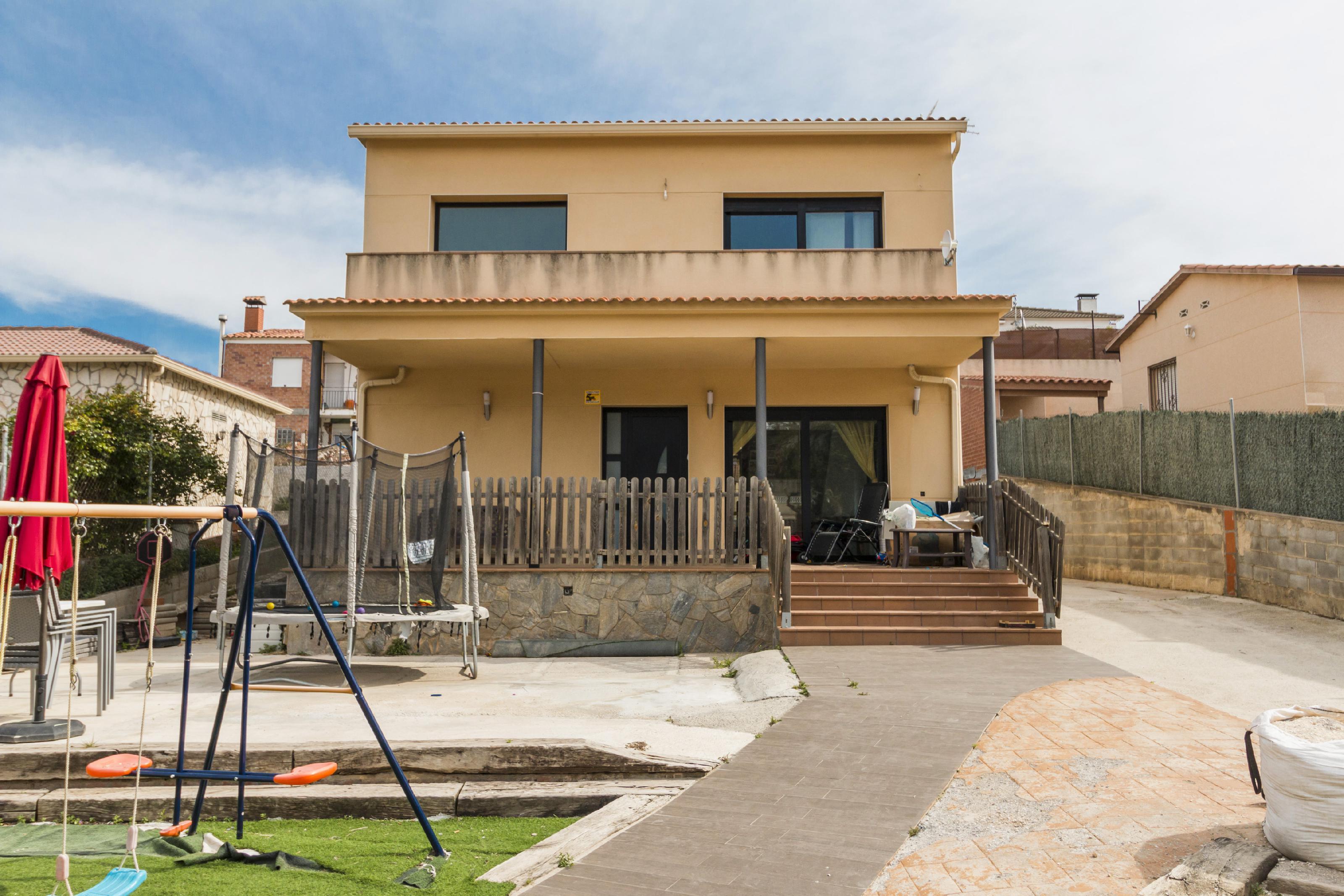 Imagen 1 Casa Aislada en venta en Piera / Urbanización  Can Claramunt