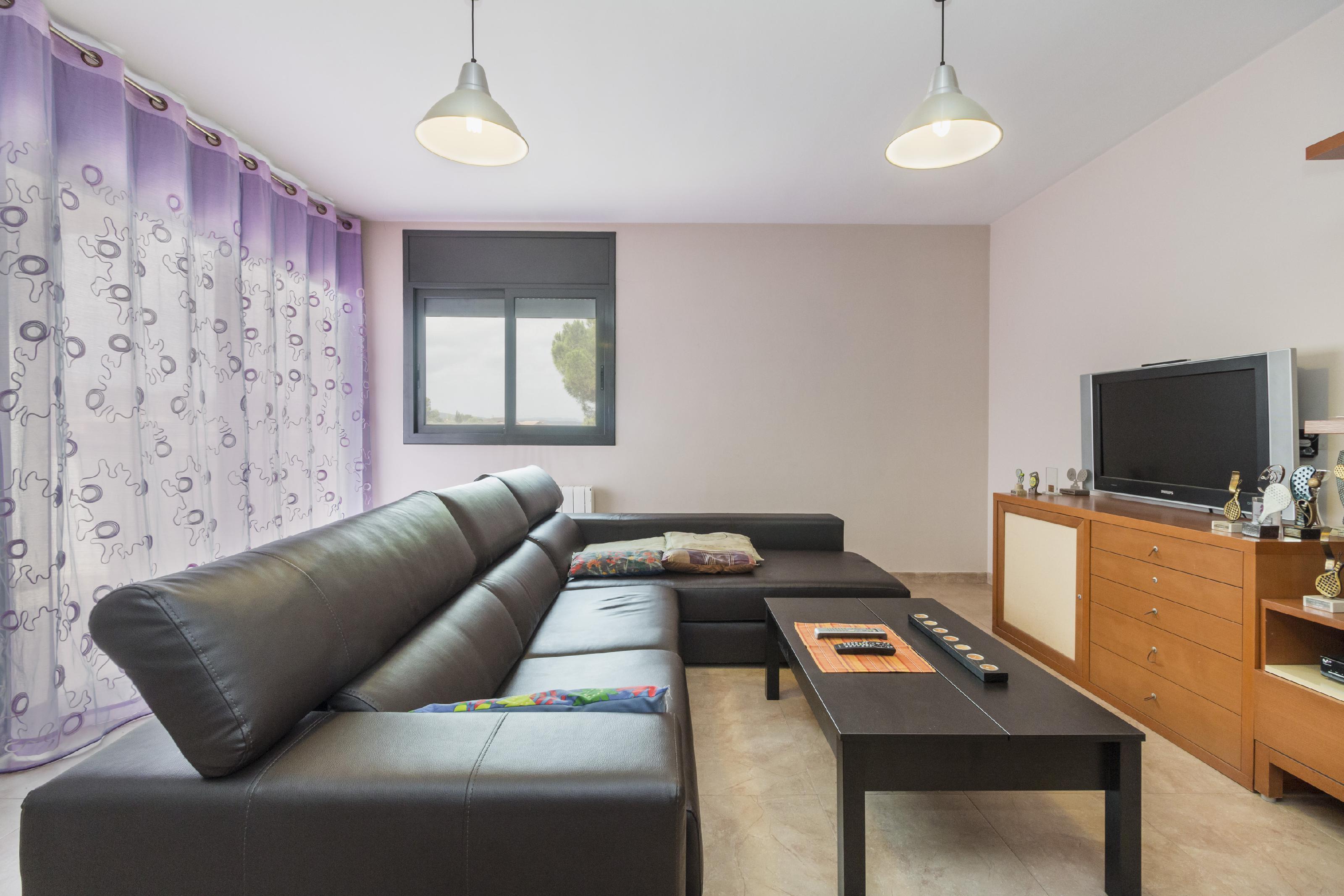 Imagen 1 Casa Aislada en venta en Piera / Urbanización Can Claramunt.