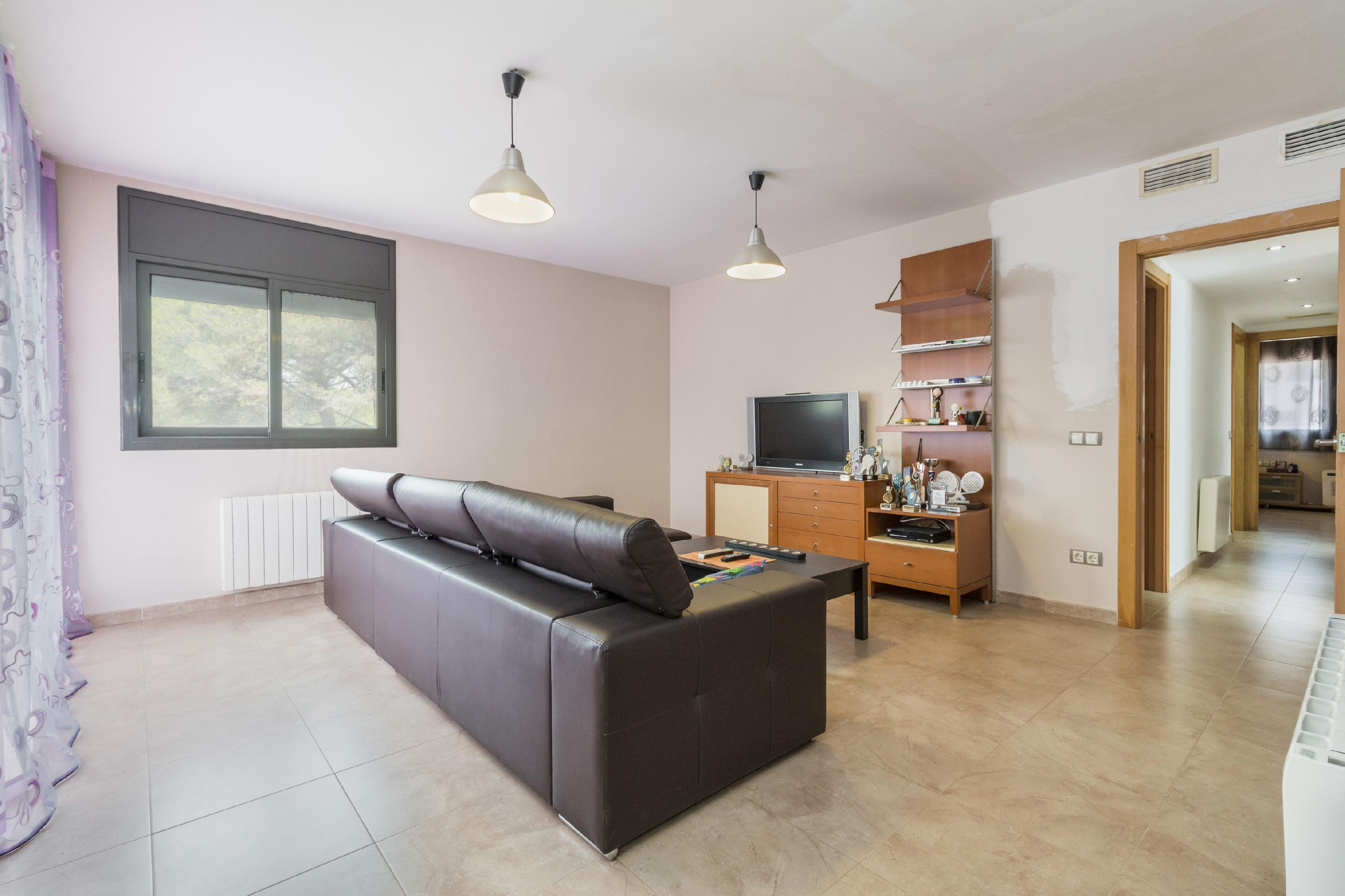 Imagen 2 Casa Aislada en venta en Piera / Urbanización Can Claramunt.