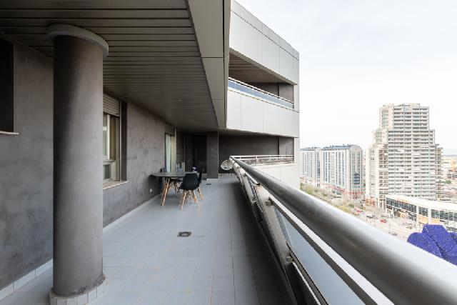 Imagen 1 Inmueble 236992 - Piso en venta en Valencia / Esquina con Av. Cortes Valencianas. Nuevo Mestalla.