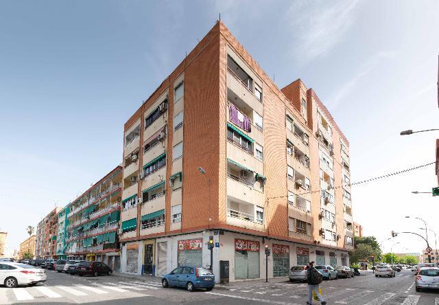 Imagen 1 Inmueble 239795 - Piso en venta en Valencia / Junto a la Playa de la Malvarrosa y Universidades
