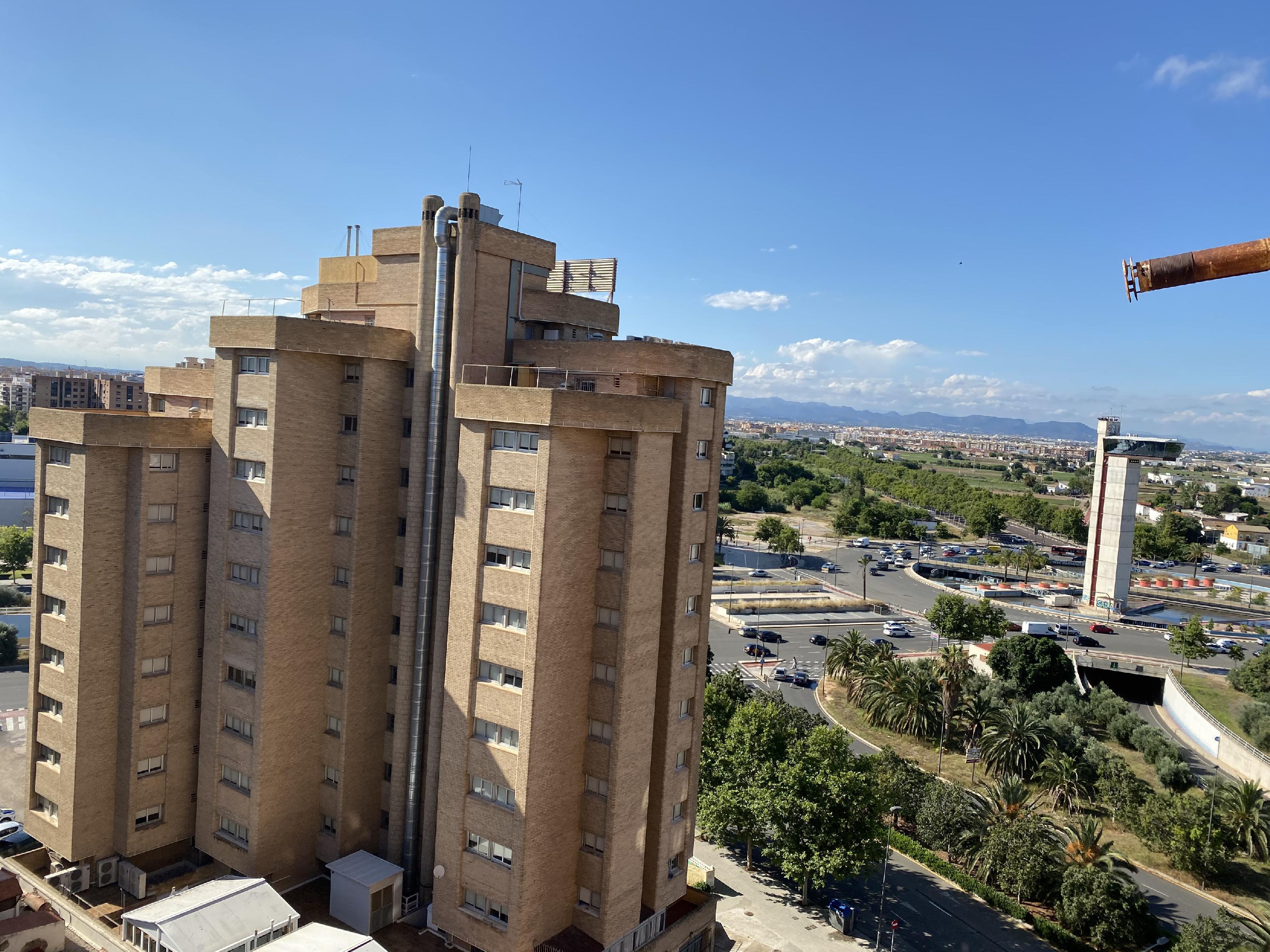Imagen 1 Piso en venta en Valencia / Junto al Politécnico