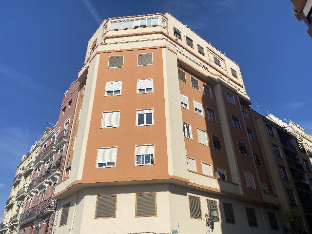 Imagen 1 Inmueble 244754 - Piso en alquiler en Valencia / Frente al Parque Central