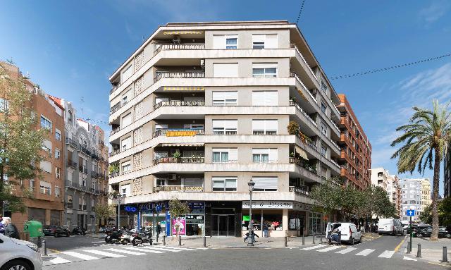 Imagen 1 Inmueble 247929 - Piso en venta en Valencia / Junto al Mercado de Ruzafa