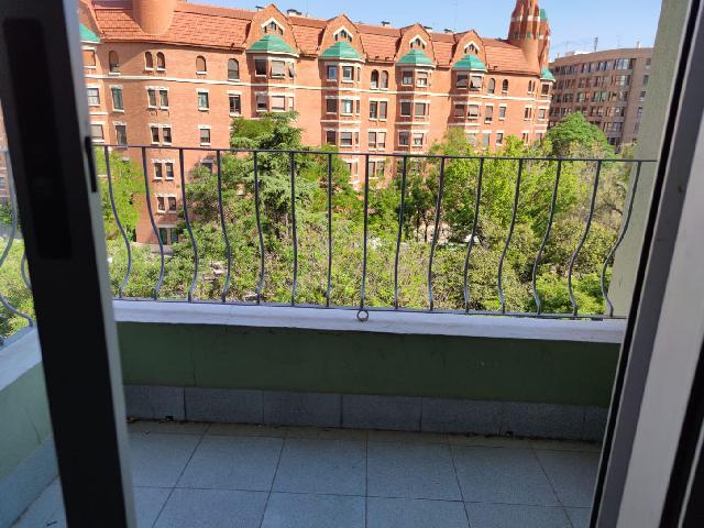 Imagen 1 Inmueble 250556 - Piso en alquiler en Valencia / Pintor Segrelles, frente a la Finca Roja.