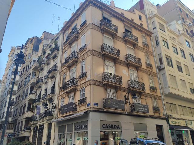 Imagen 1 Inmueble 252136 - Piso en alquiler en Valencia / Junto a universidad católica y pza. del Ayuntamiento.