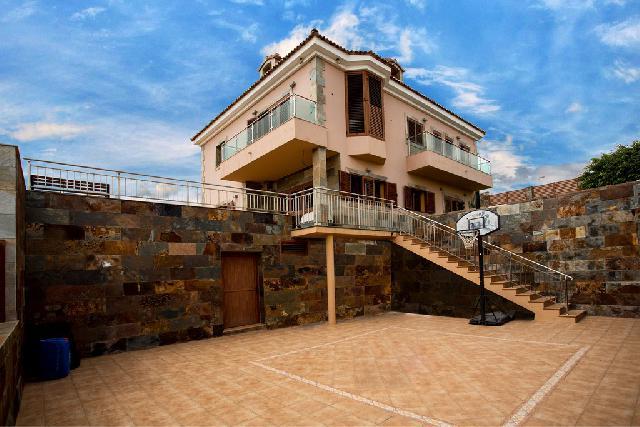 Imagen 1 Inmueble 213950 - Casa en venta en Palmas De Gran Canaria (Las) / A pocos minutos de la capital