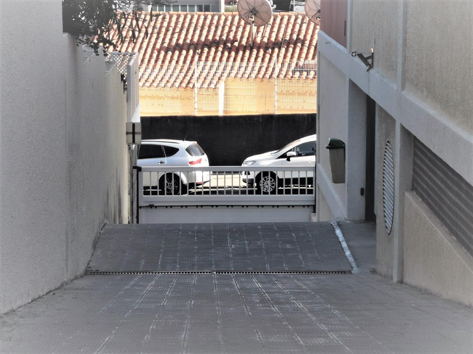 Imagen 2 Parking Coche en venta en Palmas De Gran Canaria Las / Mercado, parque de La Minilla