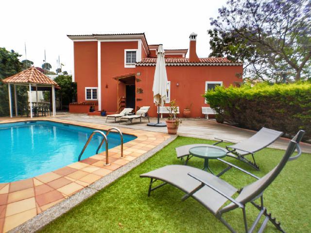 Imagen 1 Inmueble 241652 - Casa Aislada en venta en Palmas De Gran Canaria (Las) / A 12 minutos del centro comercial ...