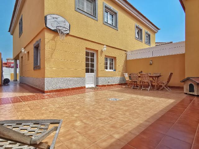 Imagen 1 Inmueble 248224 - Casa en venta en Telde / Ubicada en zona residencial de Telde