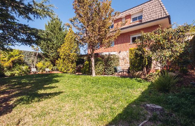 Imagen 1 Inmueble 222681 - Casa Aislada en venta en Casar (El) / Urbanización El Coto- El Casar