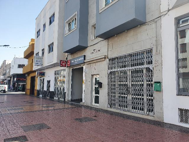 Imagen 1 Inmueble 234641 - Local Comercial en venta en Santa Lucía De Tirajana / Estupendo local de 182 m2 en la Aven...