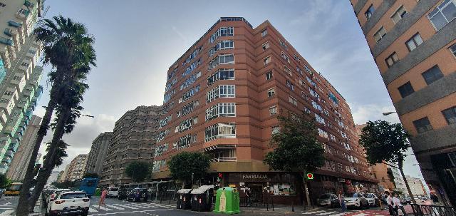 Imagen 1 Inmueble 242742 - Piso en venta en Palmas De Gran Canaria (Las) / Avda. Mesa y López