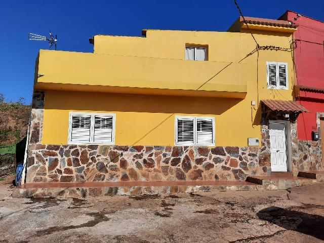 Imagen 1 Inmueble 246060 - Casa Adosada en venta en Santa María De Guía De Gran Canaria /