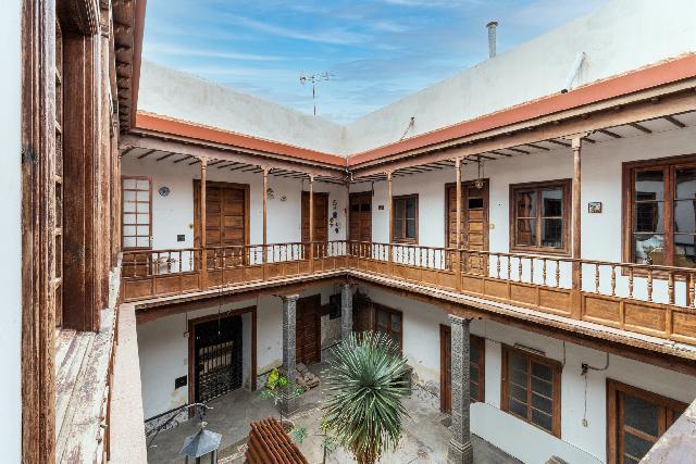 Imagen 1 Inmueble 248105 - Casa Adosada en venta en Palmas De Gran Canaria (Las) / En el corazón de Vegueta