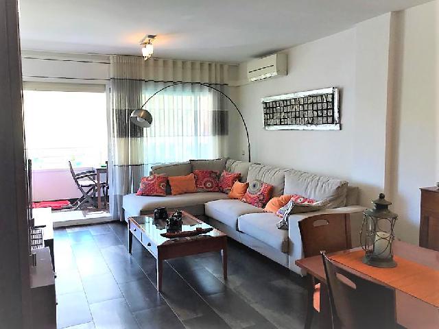 Imagen 1 Inmueble 241984 - Piso en venta en Vilanova I La Geltrú / Piso a escasos minutos del centro, con zona ajardinada.