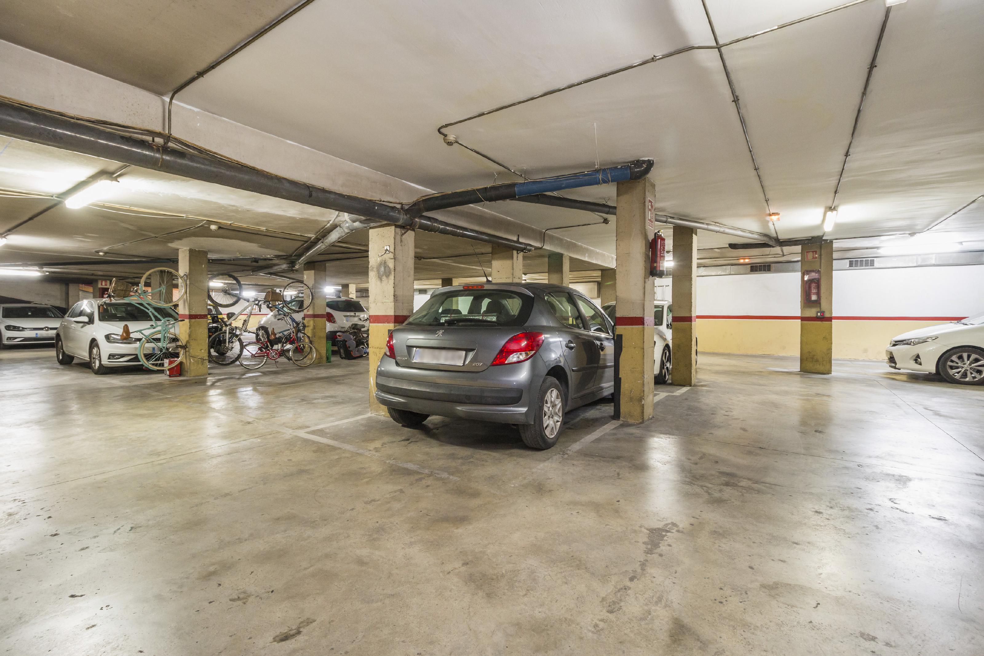 Imagen 3 Parking Coche en venta en Vilanova I La Geltrú / Josep Coroleu, próximo a piscina municipal.