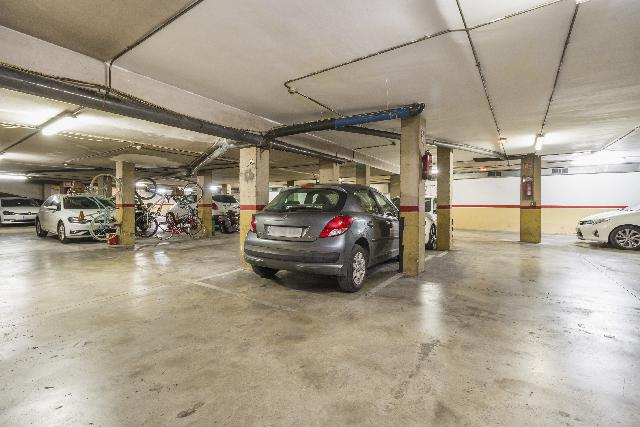 Imagen 1 Inmueble 251117 - Parking Coche en venta en Vilanova I La Geltrú / Josep Coroleu, próximo a piscina municipal.