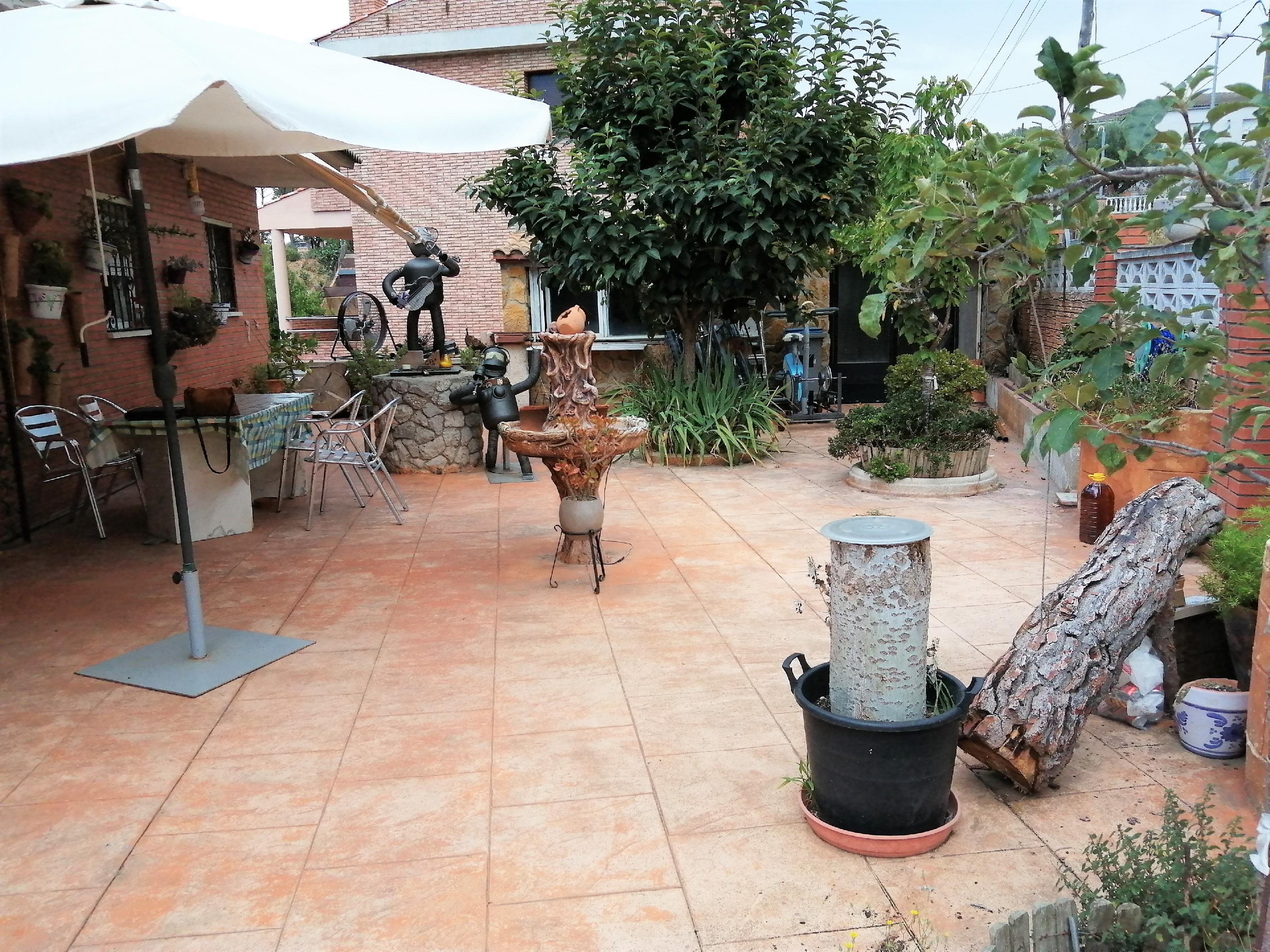 Imagen 4 Casa Aislada en venta en Canyelles / Urbanización California, cerca del nucleo urbano