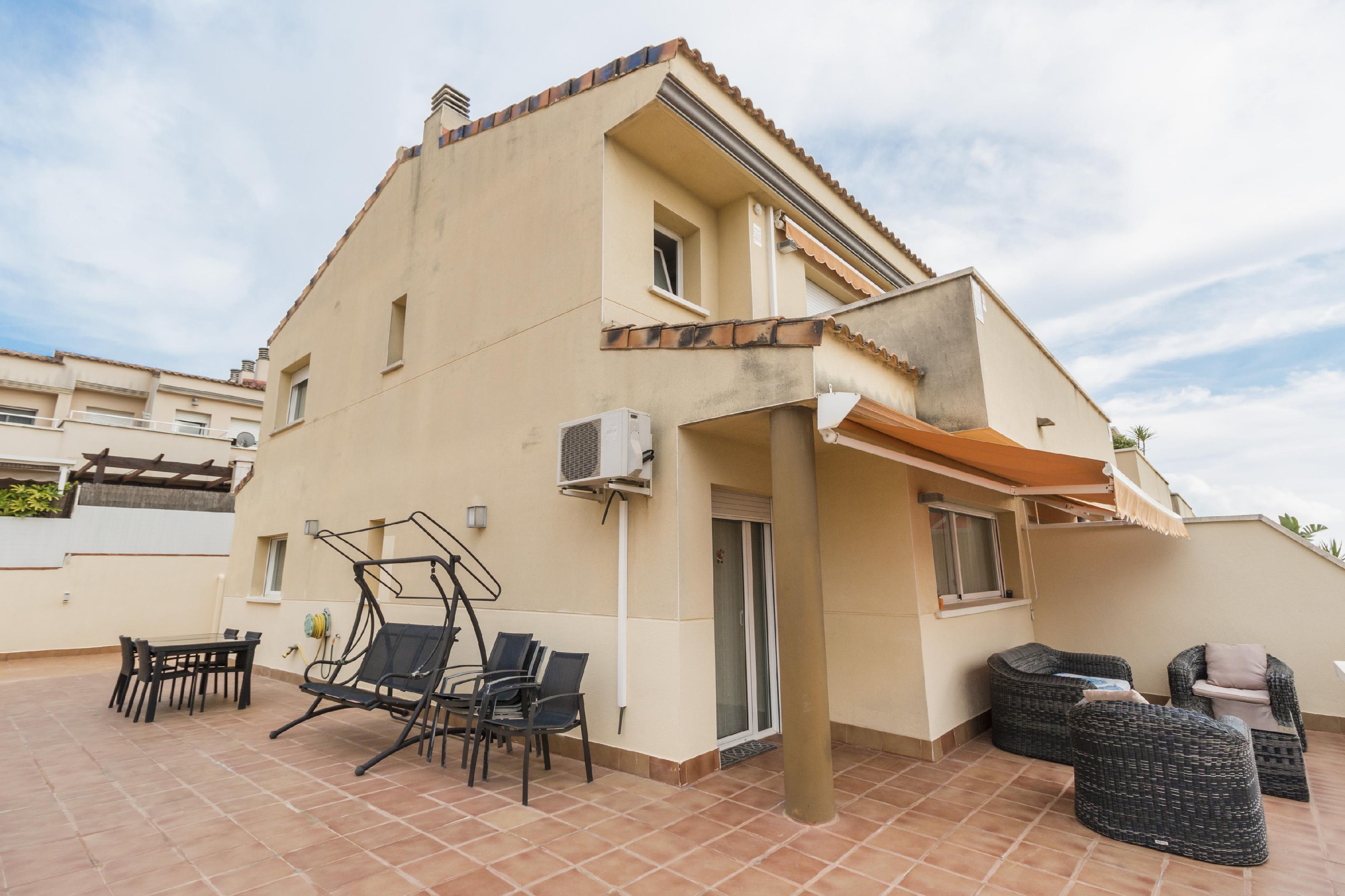 Imagen 1 Casa Adosada en venta en Cubelles / Orientada a Tarragona,  a 3 minutos del pueblo