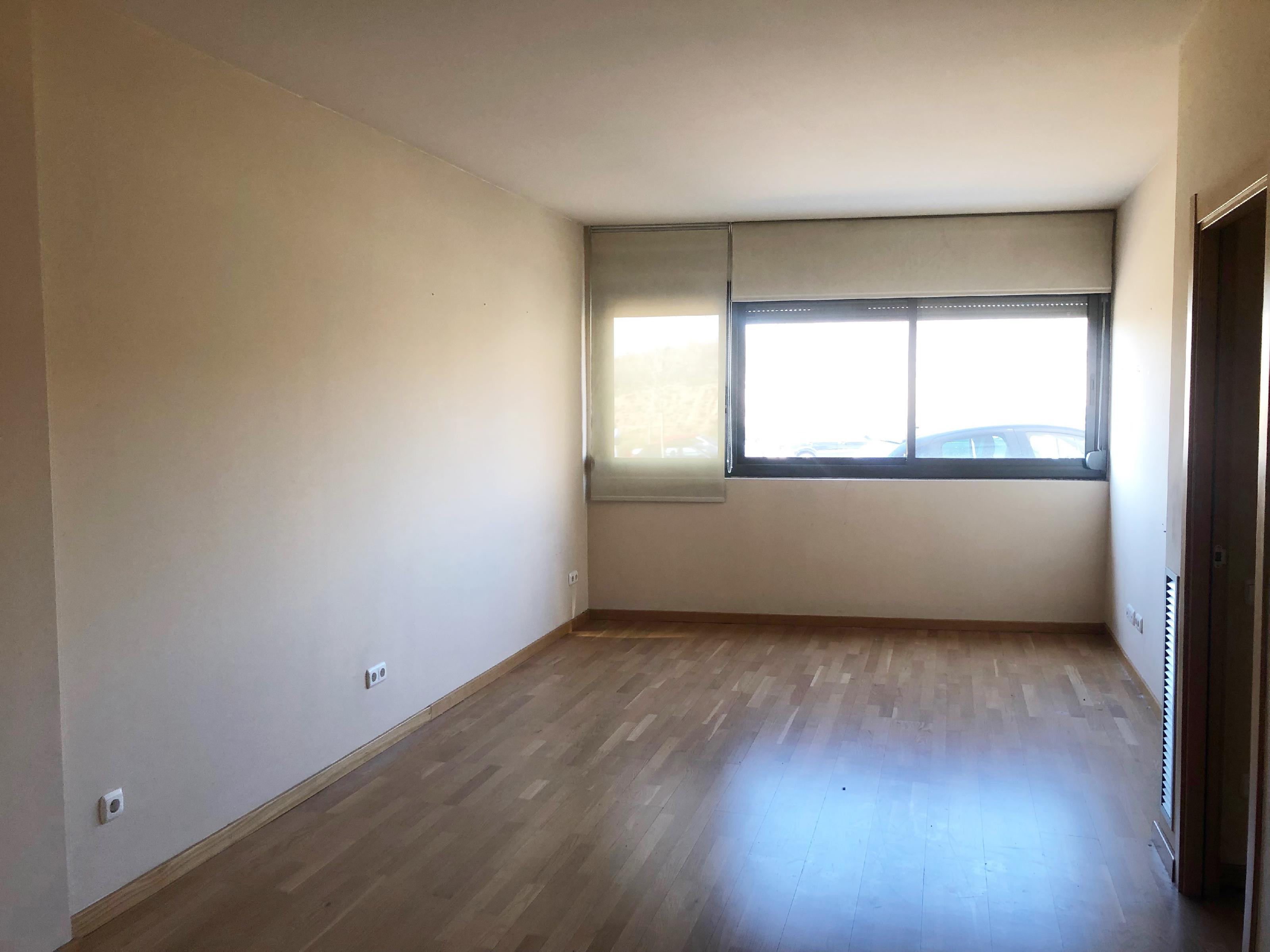 Imagen 2 Piso en venta en Santa Perpètua De Mogoda / Terrablanca - Próximo a servicios y vías de acceso