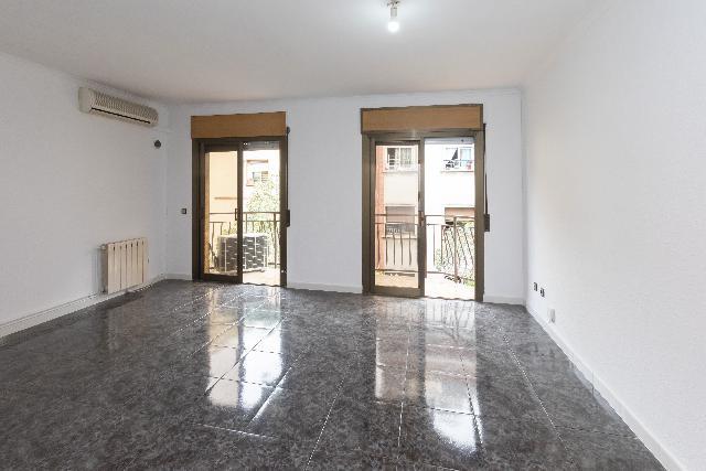 Imagen 1 Inmueble 250885 - Piso en venta en Barcelona / Al lado de Via Julia.