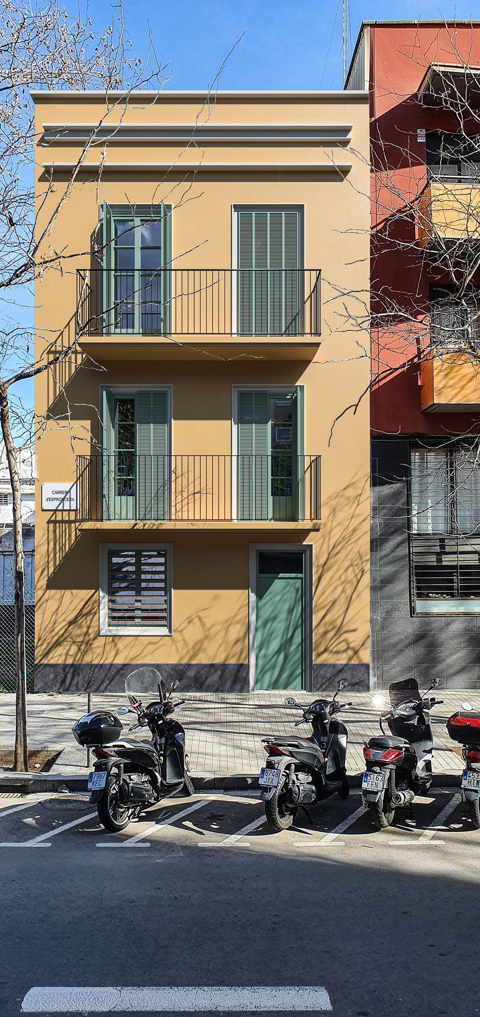 Imagen 3 Planta Baja en venta en Barcelona / Al lado de la calle Bac de Roda.